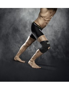 Elastic knee support with hole for knee cap